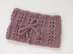 Handgestricktes Stirnband mit Muster und Schleife in einer aparten Farbe für kleine Mädchen - einfach schick.  (KU 43 - 44 cm)