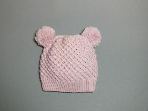 Handgestrickte Babymütze mit zwei Bommel in puderrosa aus weicher Wolle (Merino) - KU 45-48 cm - Handarbeit kaufen