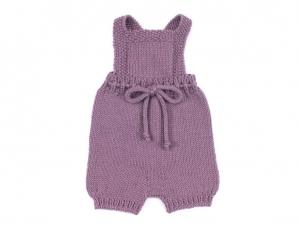 Handgestrickte Latzhose für Babys aus weicher Wolle (Merino) in amethyst - die sollte man unbedingt kaufen - Größe 56-62 - Handarbeit kaufen