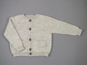 Handgestrickte Jacke mit Taschen in hellgrau - schnell überziehen, wenn es kühl ist - Größe 74-80  ( - Handarbeit kaufen