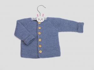 Handgestrickte Babyjacke in lavendelblau aus weicher Wolle (Merino) - hält wunderbar warm an kühlen Tagen - Größe 56 - 62  (0 - 3 Monate)