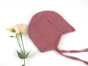 Teufelsmützchen mit Bindebänder - auch für kleine Engelchen - handgestrickt aus weicher Wolle in altrosa - KU 40-43 cm (3 - 6 Monate)
