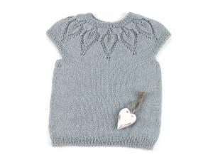 Wunderschönes Top für kleine Mädchen aus hochwertigem Garn (Alpaca und Seide) in hellem grau-grün    Größe: 74 - 80 (9 - 12 Monate) - Handarbeit kaufen