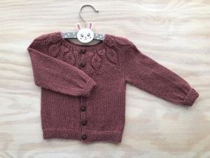 Entzückende Jacke für kleine Mädchen aus hochwertigem Garn (Alpaca und Seide) in wunderbarem altrosa   Größe: 74 - 80 (9 - 12 Monate)