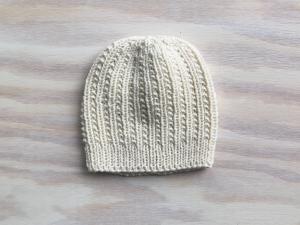 Handgestrickte Mütze in wollweiß mit einem tollen Muster aus weichem Cotton-Merino Garn -  KU 43-44 cm,  Höhe 16 cm - Handarbeit kaufen