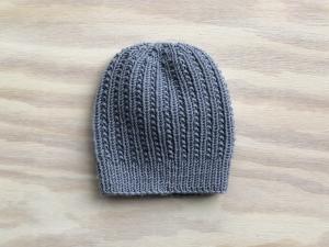 Wunderschöne Mütze für den Herbstspaziergang aus weicher Wolle (Merino) in rauchblau -  KU 44 - 45 cm   Höhe 17 cm