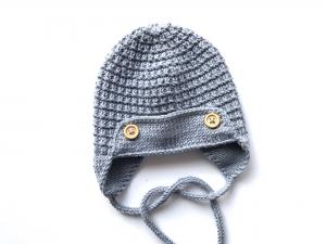 Warme Mütze für kleine Piloten - handgestickt aus weicher Wolle (Merino) in rauchblau - ein tolles Geschenk - KU 35 - 37 cm - Handarbeit kaufen