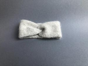 Handgestricktes Stirnband mit interessantem Twist für kleine Mädchen - KU 40 - 43 cm - Handarbeit kaufen