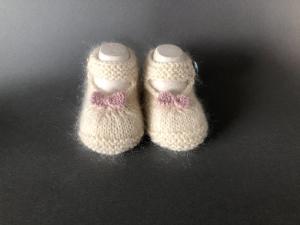 Handgestrickte Baby-Ballerina in wollweiß - ein tolles Geschenk zu Weihnachten - Fuß 10 - 11 cm (0 - 3 Monate)   - Handarbeit kaufen