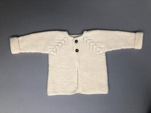 Wunderschöne handgestrickte Babyjacke aus weicher Merinowolle in Wollweiß - ein tolles Geschenk  (Größe: 56 - 62  ) 0 - 3 Monate - Handarbeit kaufen