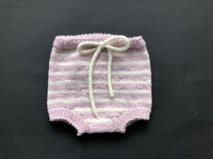 Handgestrickte geringelte Windelhose für Neugeborene aus weicher Wolle (Merino) - zuckersüß  (Größe 56 - 62 = 0 - 3 Monate)  - Handarbeit kaufen