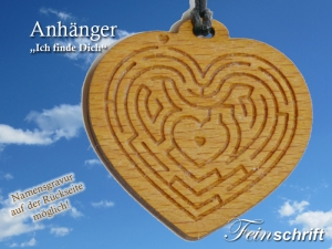Anhänger aus Kirschbaum mit Lederband  und graviertem Herzlabyrinth