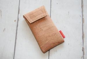 Handytasche Kork Natur mit Klettverschluß Gr. M - Handarbeit kaufen