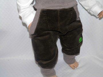 Pumphose, Mitwachshose, Breitcord, dunkelbraun mit zwei großen Taschen