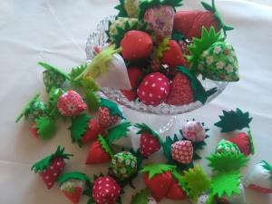 Erdbeeren aus Stoff/  herrlich süße Erdbeeren, Deko Erdbeeren