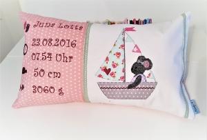 individuelles Namenskissen mit Geburtsdaten, für  Mädchen in rosa mit Maus im Boot Applikation