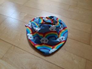 Halstuch mit Wasserfalloptik - Regenbogen und Wolken - Handarbeit kaufen