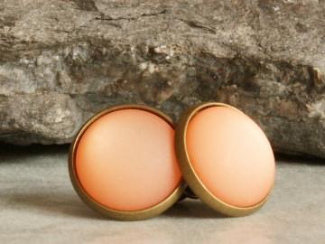 Polaris-Ohrstecker in Orange mit besonderem Schimmer in bronzefarbener Fassung - Handarbeit kaufen