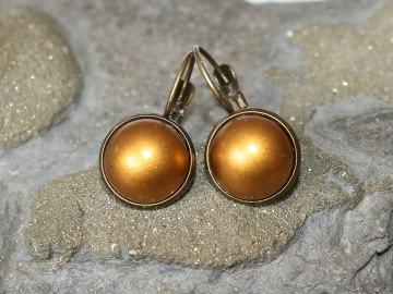 Ohrringe mit metallischem Schmuckstein in Dunkelgold