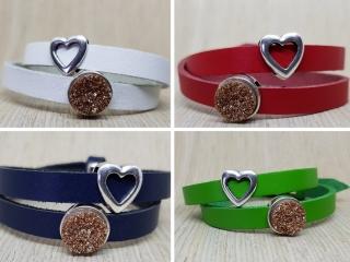 Leder-Wickelarmband mit zwei Schiebeperlen und Farbwahl aus vier Farben: Weiß, Rot, Grün, Blau