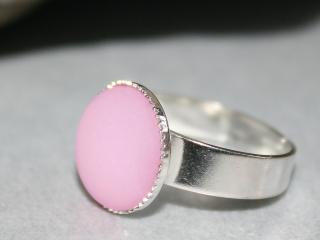 Verstellbarer Ring mit rosafarbenem Polaris-Schmuckstein