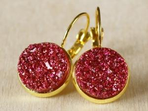 Ohrringe mit pinkem Faux Druzy in goldfarbener Fassung - Handarbeit kaufen