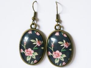 Ohrhänger mit Motiv - Rosa Blüten auf schwarzem Hintergrund - Handarbeit kaufen
