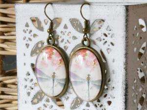 Ohrhänger mit Motiv - Libelle und Blüten in zartem Pastell - Handarbeit kaufen
