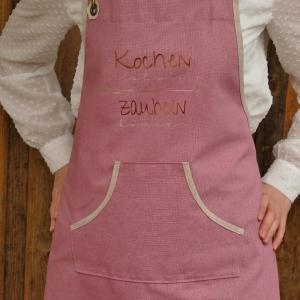 Schürze Backschürze, Aufschrift: Kochen ist wie zaubern können, altrosa/natur, Küchenschürze Latzschürze Baumwolle, handgefertigt - Handarbeit kaufen