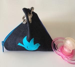 Schnullertasche, Pyramidentasche, Universaltäschchen, Schnullergarage, Nuckitasche, Jeans, Kunstleder mit Öse und Schlüsselring, Vogel - Handarbeit kaufen