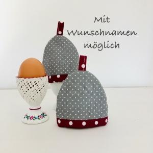 2-er Set Eierwärmer mit Namen, Eierhütchen, Eiermütze, handgefertigt, personalisierbar, Baumwolle, grau / beere