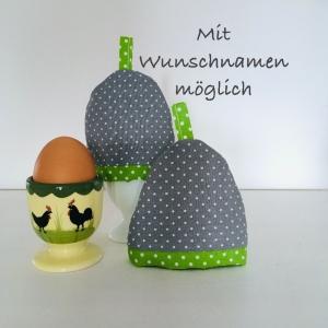 2-er Set Eierwärmer mit Namen,  Eierhütchen, Eiermütze, handgefertigt, personalisierbar, Baumwolle, grau / grün weiß - Handarbeit kaufen