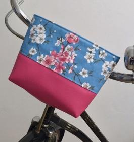 Genähte Lenkertasche, mit Klettverschluss und Wachstuch, Kirschblüte, Kunstleder pink, Utensilo  - Handarbeit kaufen