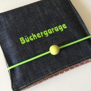 Aufbewahrung für Minibücher, Büchergarage, Minibuchhülle, Buchhülle, Utensilo für Bücher, Taschenutensilo, Jeans/grün/beige Punkte - Handarbeit kaufen