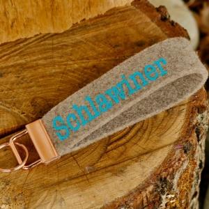 Schlüsselanhänger, Schlüsselband aus Wollfilz mit Aufschrift , incl Schlüsselring, Geschenk für Herren, Männergeschenk - Handarbeit kaufen