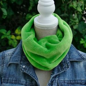 Loopschal, Schlauchschal, Fleeceschal, Kuschelschal, Kuschelloop, handgefertigt aus Wellnessfleece, uni grün  - Handarbeit kaufen