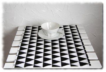 Tischläufer in Handarbeit einzeln angefertigt mit einem besonderen Muster in schwarz/weiß