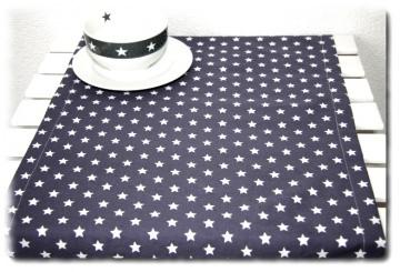 Tischläufer in Handarbeit einzeln angefertigt mit Sternenmuster in grau/weiß