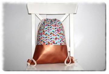 Handgemachter Rucksack - Turnbeutel einzeln angefertigt in Kupfer-Rosé Metallic mit  Boho Muster