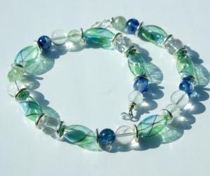 Traumcollier mundgeblasenes Glas, Quarz, Bergkristall Halskette - Handarbeit kaufen