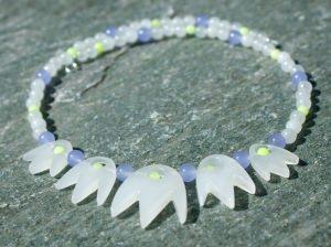 zauberhaftes BLÜTEN- Collier Jade weiß flieder hellgrün 925er Silber Steinschmuck Unikat