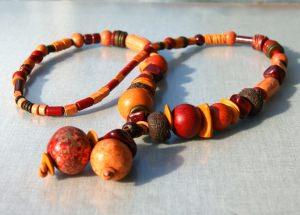 Y-Kette GLUT aus Keramik und Leder Unikat rot orange braun lässig lang Lagenlook