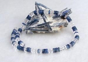 edel: Kette aus Disthen und Bergkristall