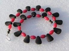 Collier - schwarzer Onyx und rubinrote Jade