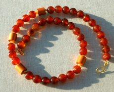 Halskette KARNEOL Kugeln Aluminium orange rot braun vergoldet eloxiert  Steinschmuck elegant schlicht handgemacht