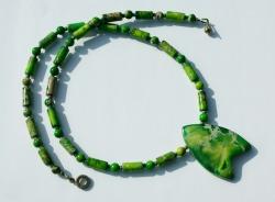 Kette mit Anhänger - Sediment Jaspis grün Unikat Flügel Steinschmuck