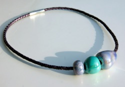 ausgefallene Leder-Kette Bola Lila-Mint griechische Keramik Edelstahl extravagant