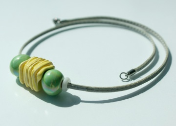 Leder-Kette PASTELL Nappa Keramik Edelstahl lässig gelb hellgrün grau Design