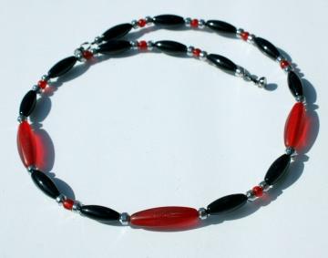 Halskette FEUERROT Onyx afrikanische Handelsperlen Hämatit schwarz rot Oliven schmal zierlich Kontrast Leuchten