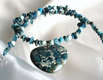 Anhänger Kette GEBROCHENES HERZ Sediment Jaspis Kyanit Disthen Perlmutt Steinschmuck Unikat blau blaugrün edel romantisch